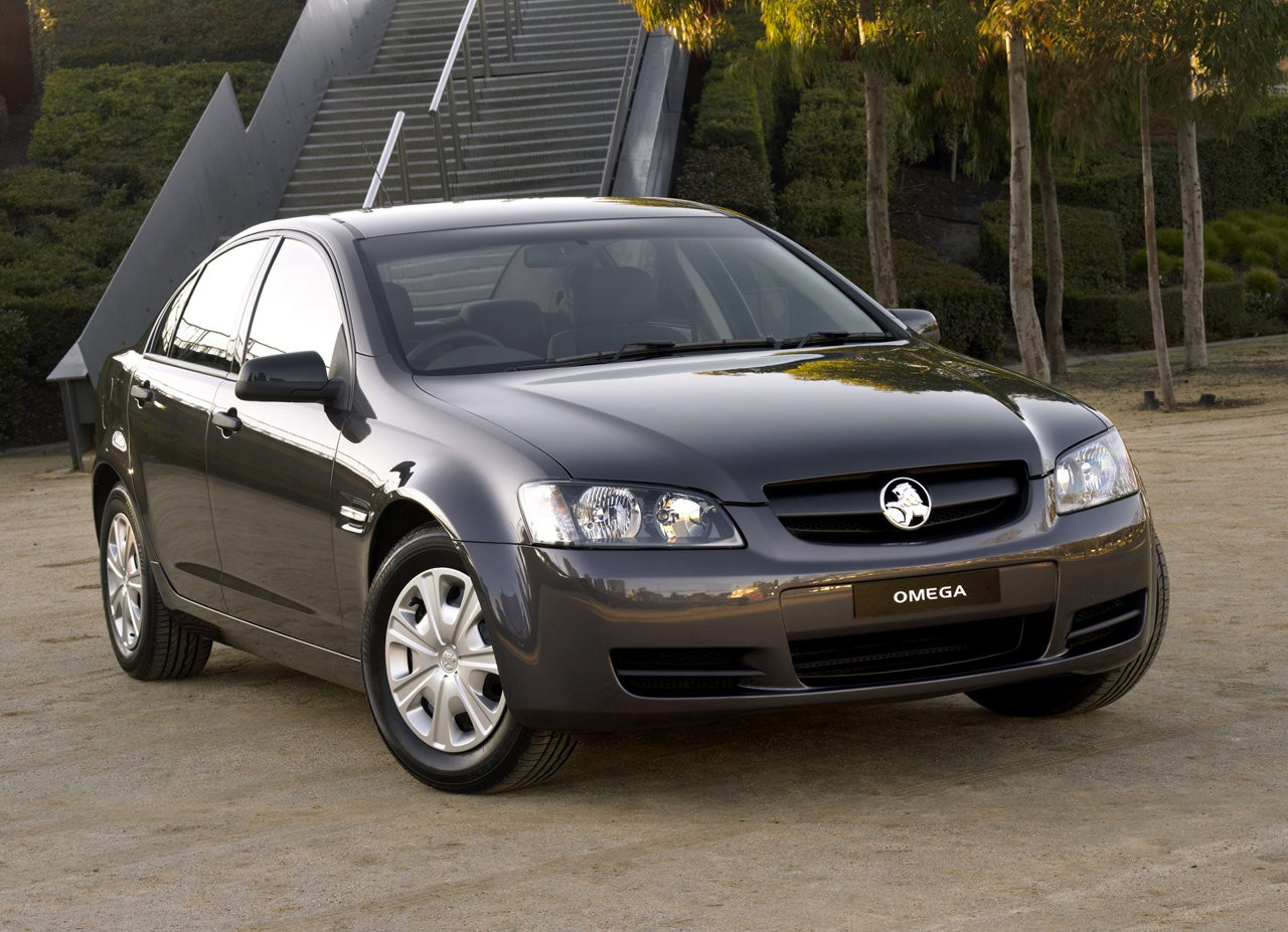 Holden ve commodore review 2006 13 omega sv6 and ss vanachro Choice Image