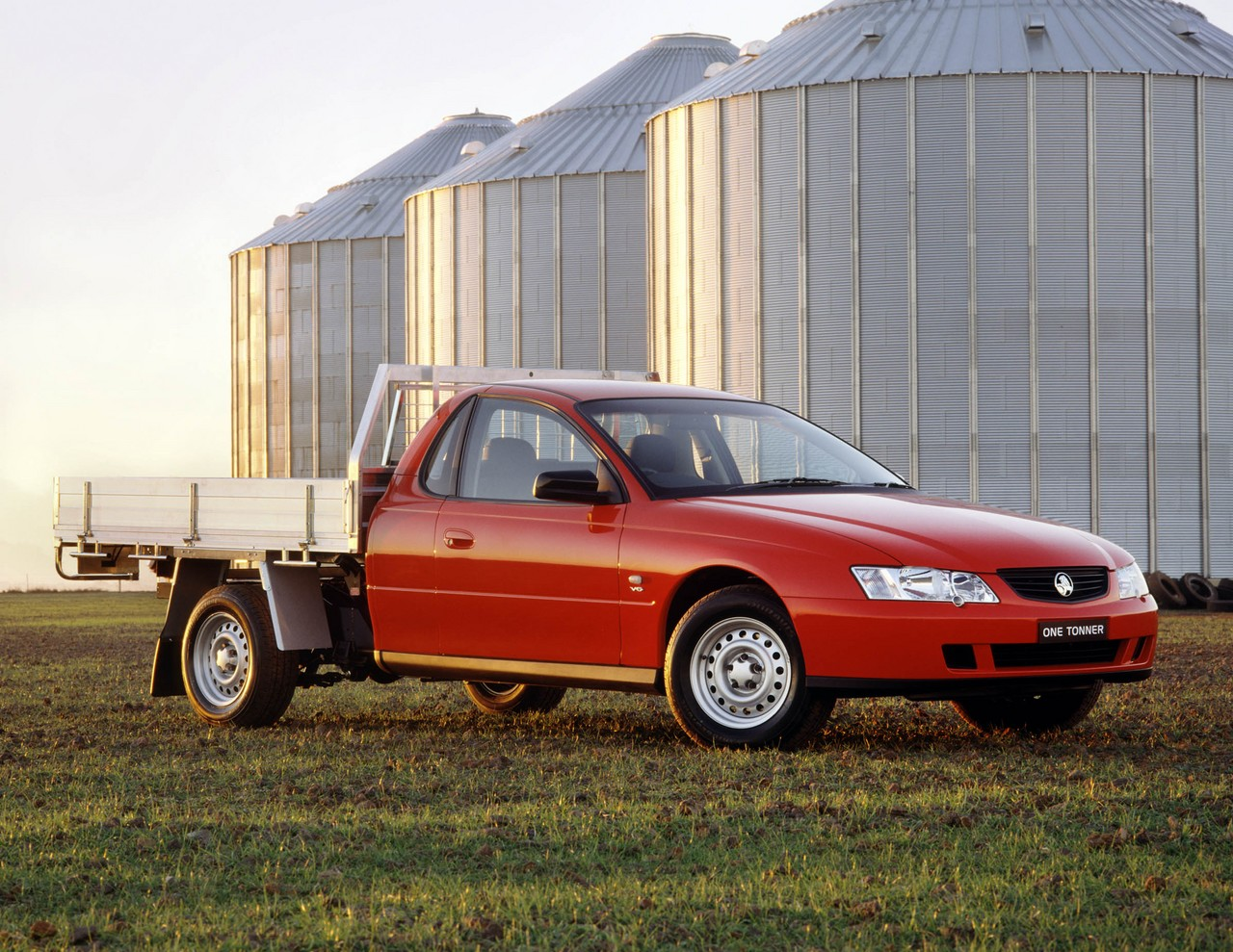 Holden vy one tonner review 2003 04 v6 and v8 vanachro Gallery