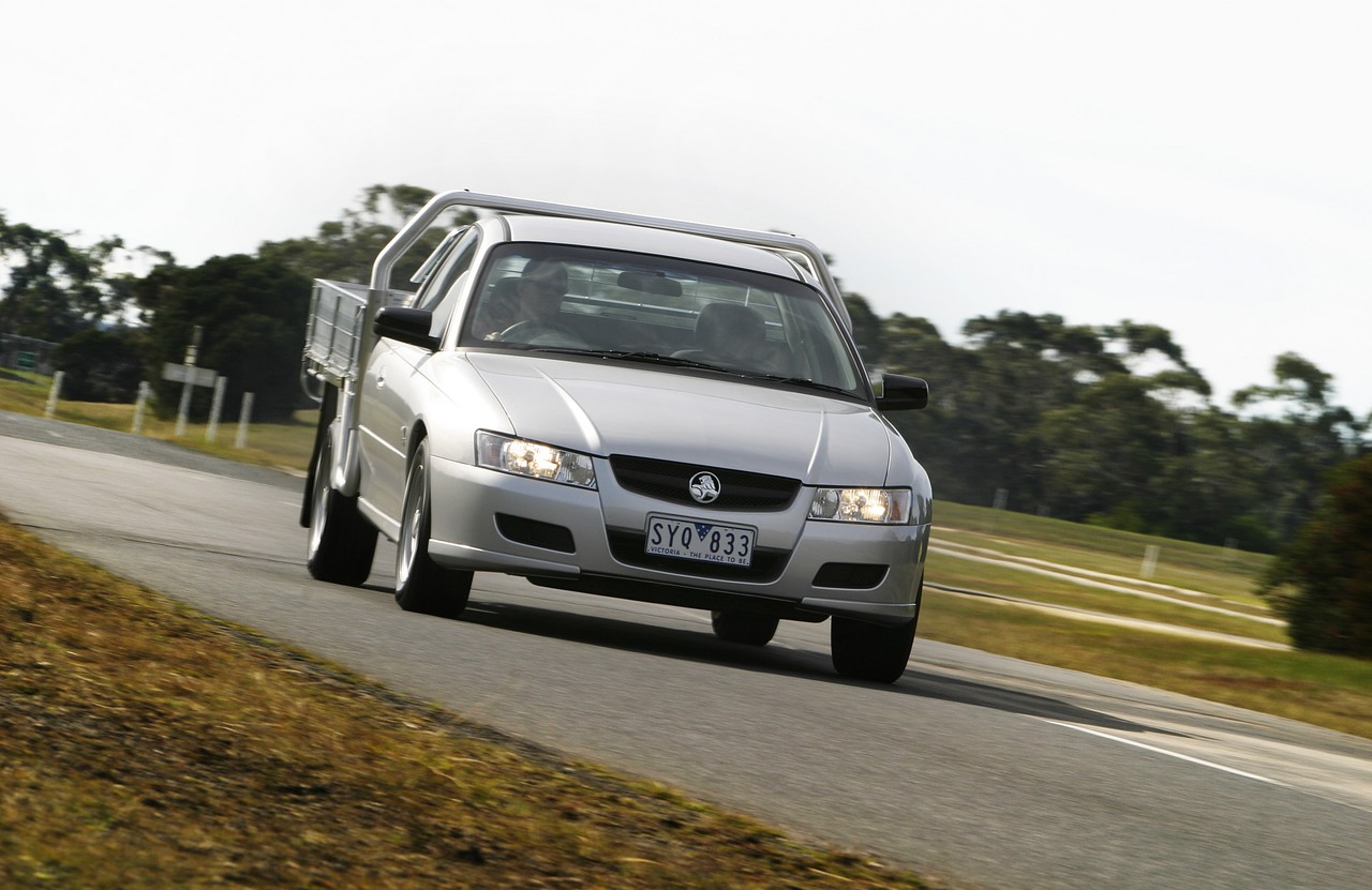 Holden vz one tonner review 2004 05 s and cross trac vanachro Gallery