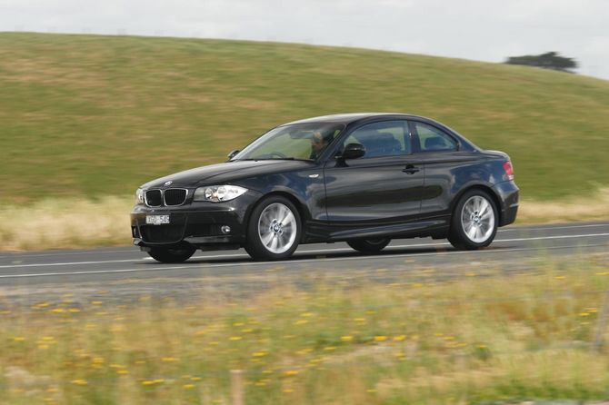 Review BMW E82I 1 Series Coupe 2008 11