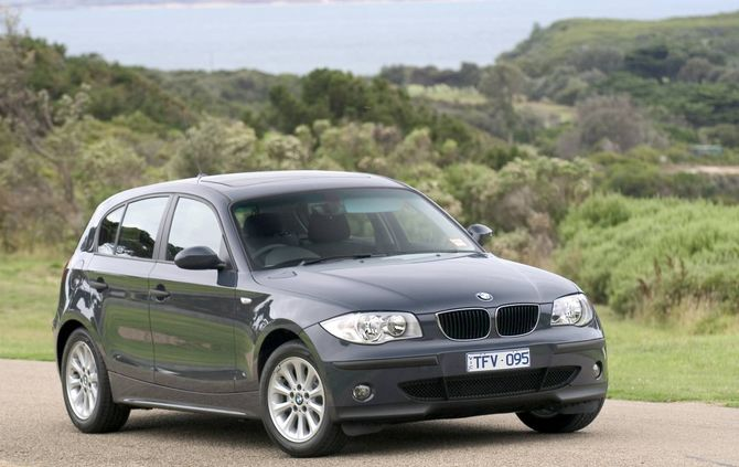 review bmw e87 1 series hatch 2004 11. Black Bedroom Furniture Sets. Home Design Ideas