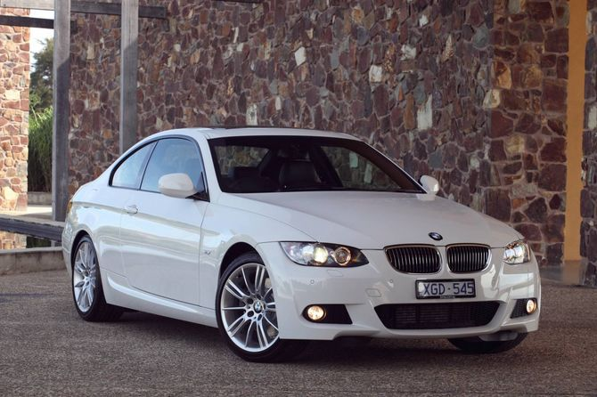 review bmw e92 3 series coupe 2006 13. Black Bedroom Furniture Sets. Home Design Ideas