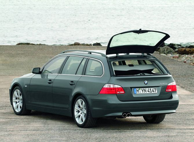 review bmw e61 5 series touring 2005 09. Black Bedroom Furniture Sets. Home Design Ideas