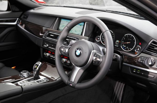 review bmw f11 5 series touring 2010 on. Black Bedroom Furniture Sets. Home Design Ideas