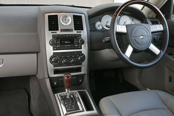 Chrysler 300C Review (LX: 2005-11) - SRT8, V8, CRDi