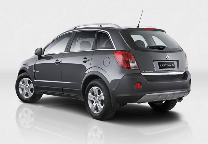 Review Holden Cg2 Captiva 2011 17 Diesel And V6