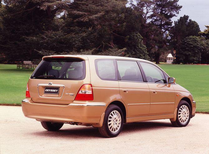 Beautiful Review: Honda RA6/RA8 Odyssey (2000 04)
