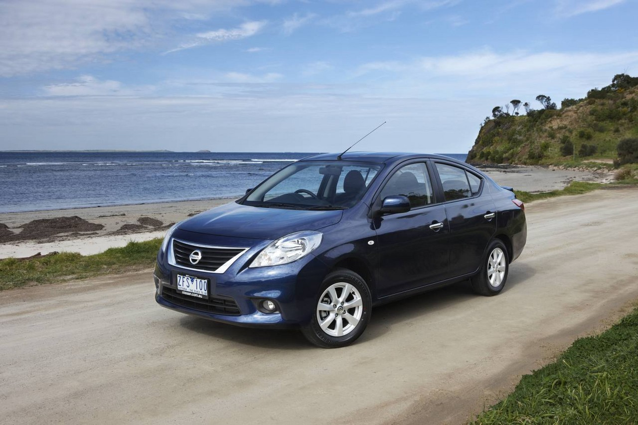 Nissan almera review n17 2012 14 st and ti vanachro Images