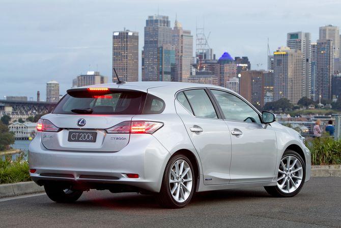 review lexus zwa10 ct 2011on