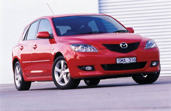 review mazda bk mazda3 2004 09. Black Bedroom Furniture Sets. Home Design Ideas