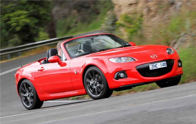 review mazda nc mx 5 2005 14. Black Bedroom Furniture Sets. Home Design Ideas