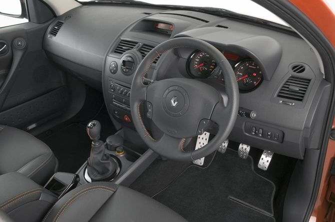 Review Renault X84 Megane Rs 2004 10