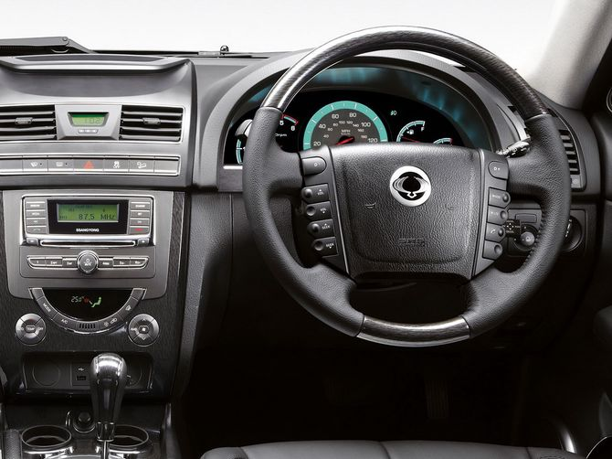 review ssangyong mk 3 rexton 2014 on. Black Bedroom Furniture Sets. Home Design Ideas