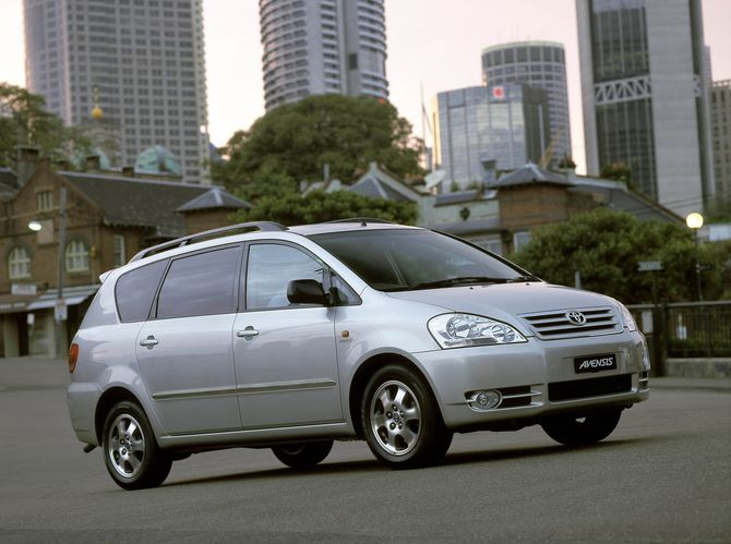 Review: Toyota T250.I Avensis Verso (2001 03)