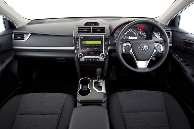 Review Toyota Xv50 Camry 2011 17