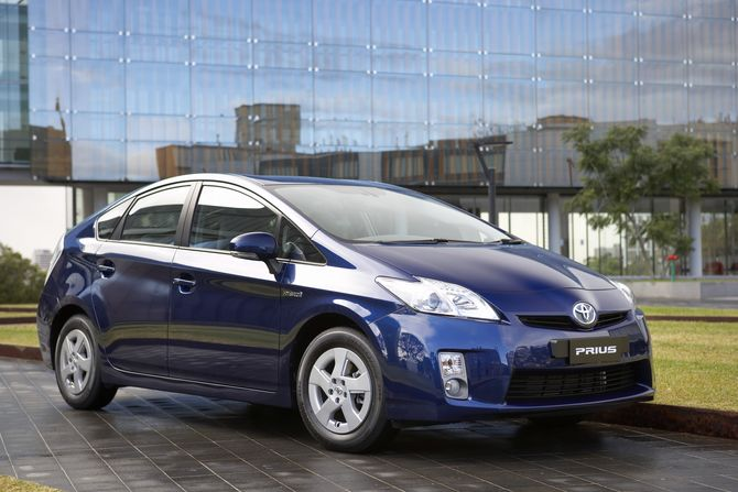 what microenvironmental factors affect the introduction and sale of the toyota prius essay Answerscom ® is making the environmental factors affect the introduction and sale of the toyota prius how well toyota prius dealt with microenvironmental.