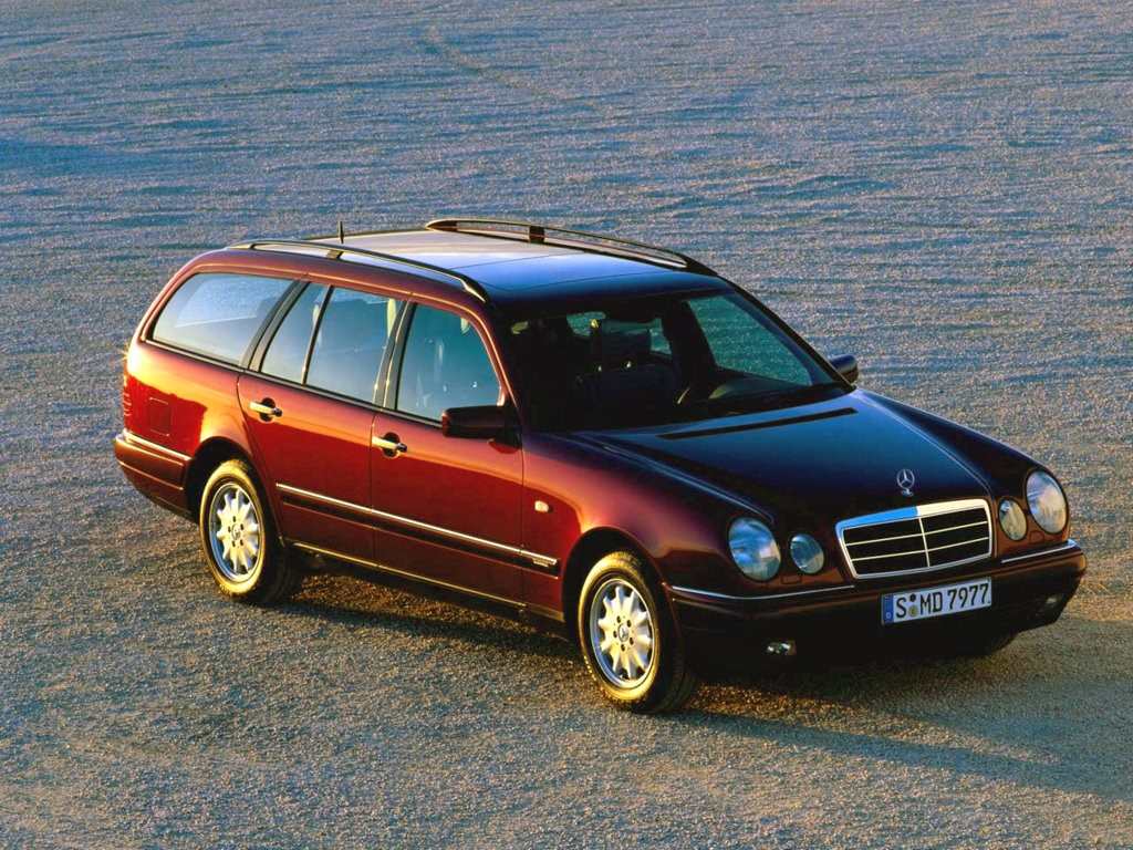 Review Mercedes S210 E Class Estate 1996 02