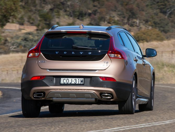 Review Volvo V40 Cross Country 2013 On D4 And T5 Awd